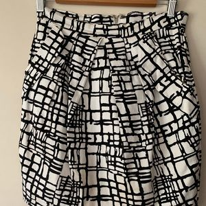 Dresses & Skirts - Black and white skirt with pockets